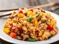 Рецепта Ризото със свинско месо от бут и замразени зеленчуци с къри и соев сос